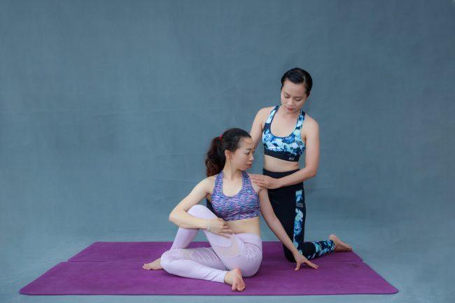 chỉnh sửa tư thế yoga